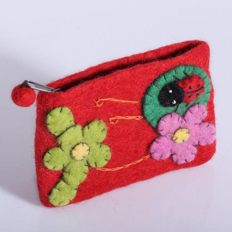 Borsellino in feltro con coccinella e fiori